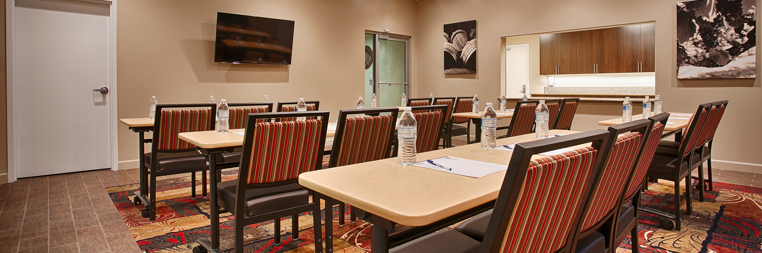 meeting rooms hosts up to 28 guests for seminars, banquets and small gatherings